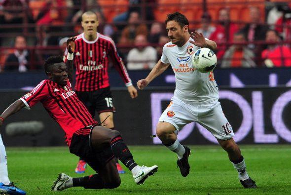 El Milan venció a la Roma por 2 a 1 y sigue en lo más alto de la tabla.
