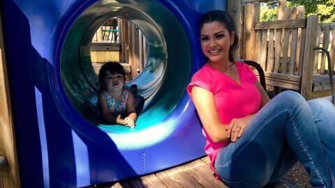 Ana Patricia y Giulietta en una tarde de juegos