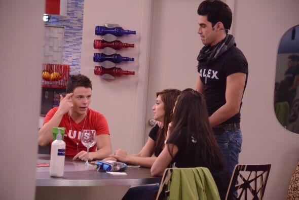 Luis aún no puede creer que sus compañeros lo amenazaron por convivencia...