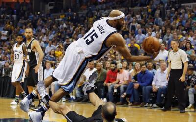 Spurs eliminan a los Grizzlies con 29 puntos de Leonard.