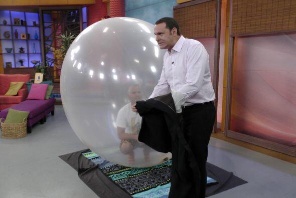 Alan estaba un poquito nervioso pues sería parte de un acto fant&...