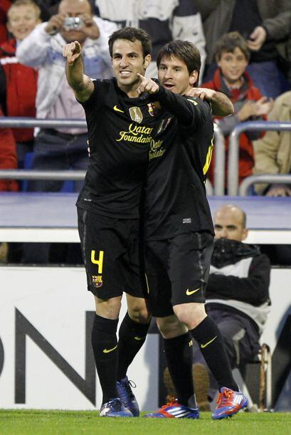 En el festejo se abrazó con Cesc Fábregas, quien le dio el...