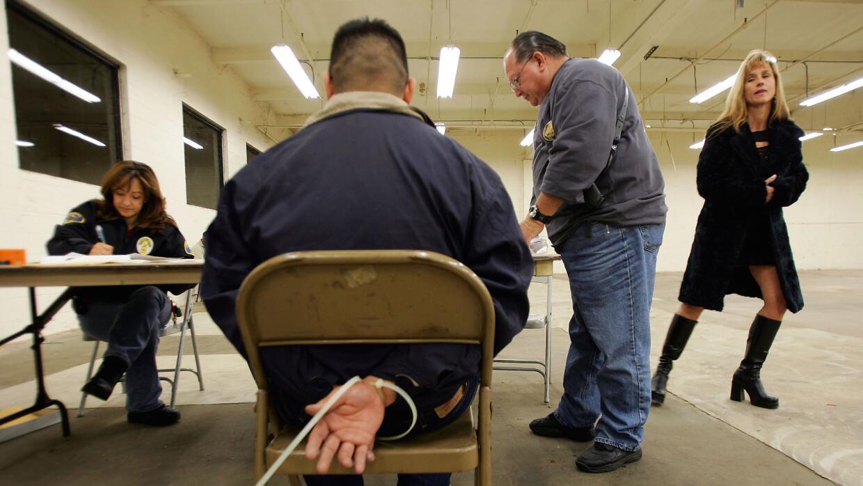 Piden endurecer penas a clientes de prostitución en CA