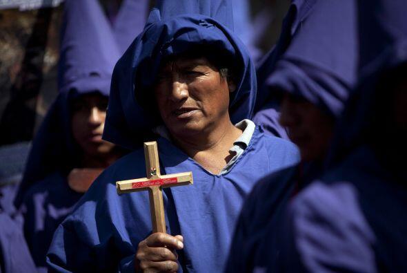 En Ecuador, cientos de habitantes de la península de Santa Elena acompañ...