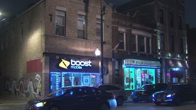 Buscan a los responsables de dos robos a tiendas de teléfonos celulares en el oeste de Chicago