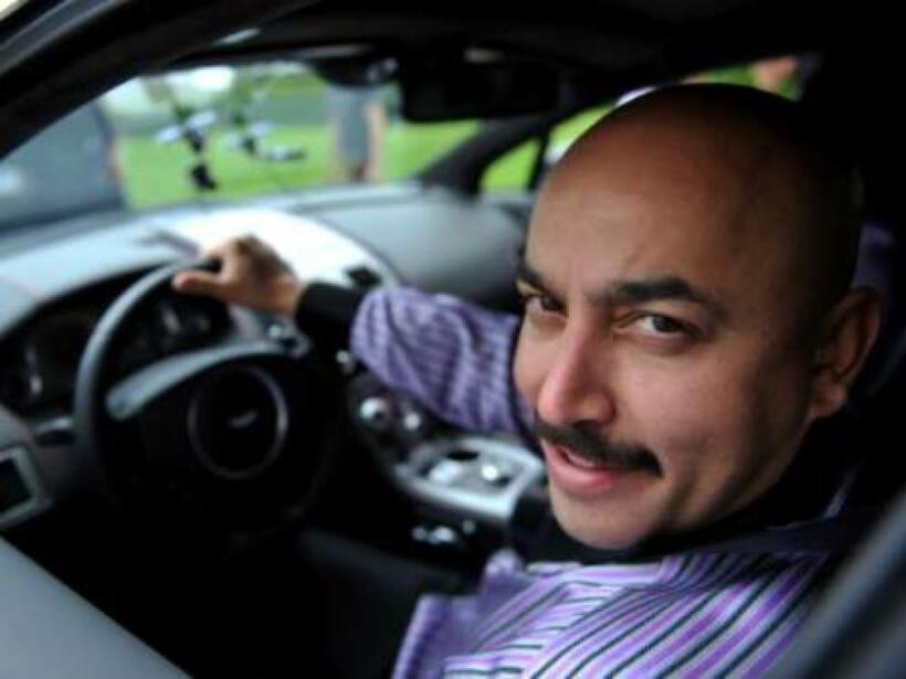 Lupillo Rivera regala un vehículo todoterreno a su hijo 658294eb77f1f8ea...