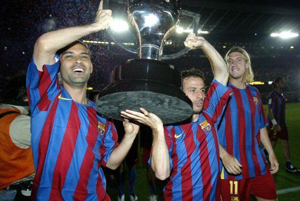 En esa misma temporada consiguió con el Barca la Liga y la Copa, por lo...