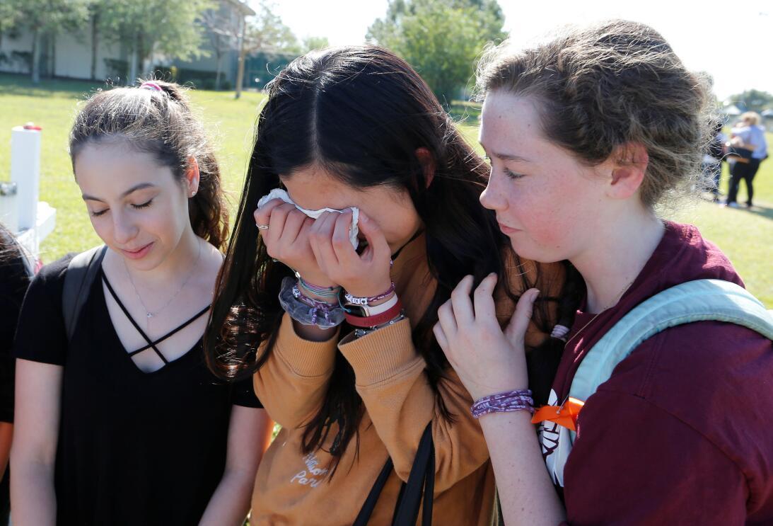 Parkland, Florida. Algunas estudiantes de la secundaria Marjory Stoneman...