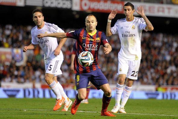 Andrés Iniesta (6): No fue uno de sus mejores partidos. Pero se ofreció...