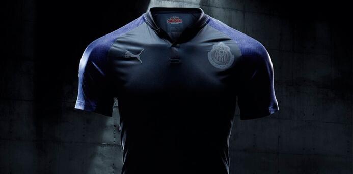 Las playeras para la temporada 2017-18 comenzaron a develarse Chivas.jpg