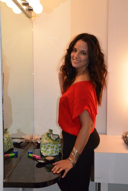 Dora Mariñez, la ganadora del Casting Vitual, estuvo maquillandose.