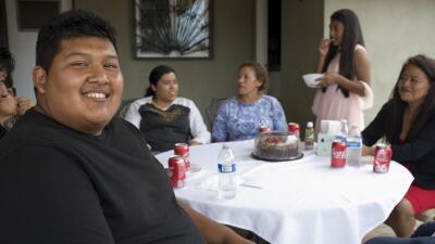Este mexicano se gradúa en EEUU tras cruzar todos los días la frontera para ir a la universidad
