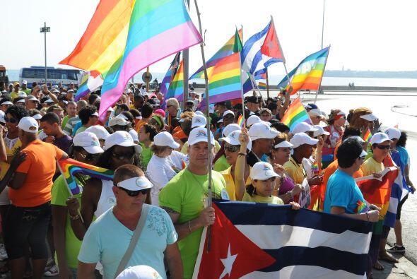 Entre gritos de No a la Homofobia avanzaron por las calles de Cuba.
