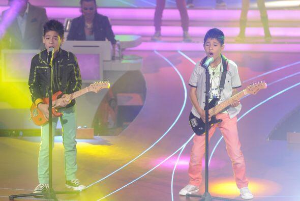 El dueto sacó su lado más rockero a la hora de interpretar su canción.