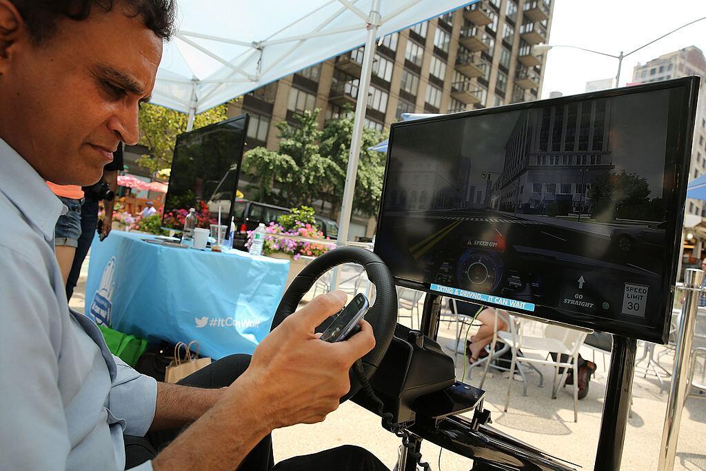 """Los conductores tendrán prohibido """"leer, escribir o enviar cualquier men..."""