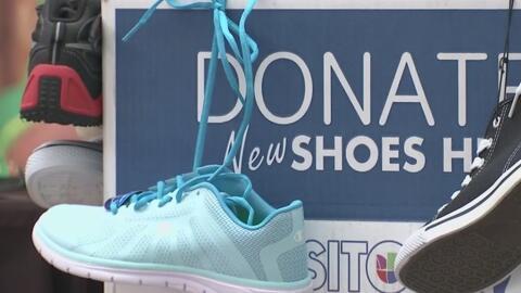Done zapatos y calcetines nuevos a niños de bajos recursos en la campaña...