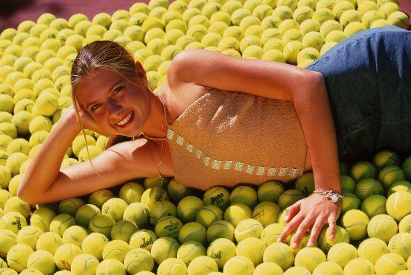 A los 17 años, Sharapova ganó su primer Grand Slam en Wimbledon en el 2004.