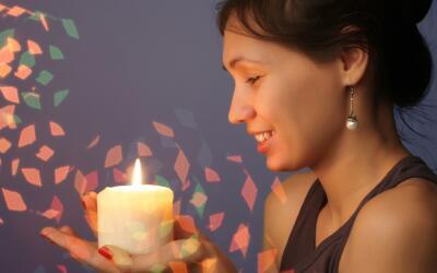 mujer con vela - veladora