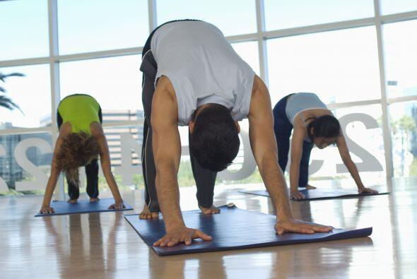 Por ejemplo, si estás en una clase de yoga procura que tu tapete no inva...