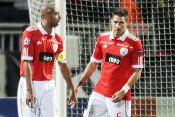 El Benfica, último campeón del torneo portugués,  lucía en iguales condi...