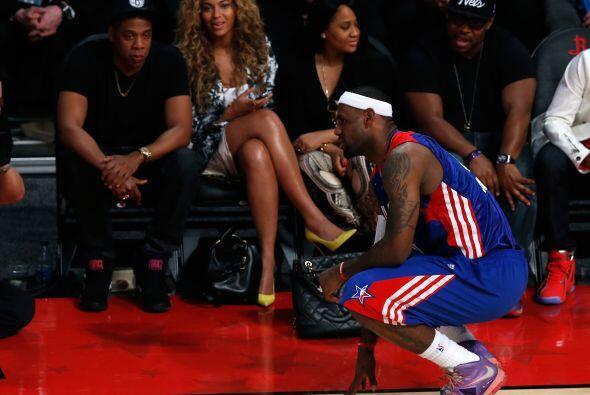 """""""El Rey"""" se dio tiempo para platicar con Beyoncé que estaba en primera f..."""