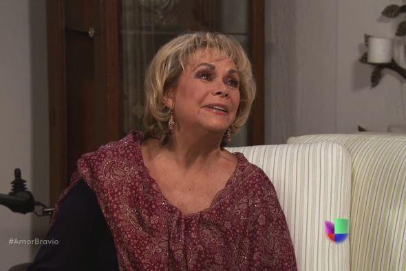 Rocío sabe que Yago se casará con Natalia, así que quiere conocerla. Pod...