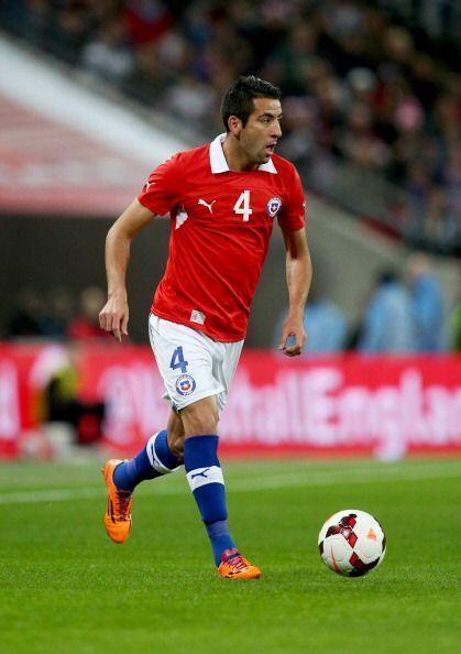 Mauricio Isla.- El mejor defensa del fútbol chileno, ha hecho toda su ca...