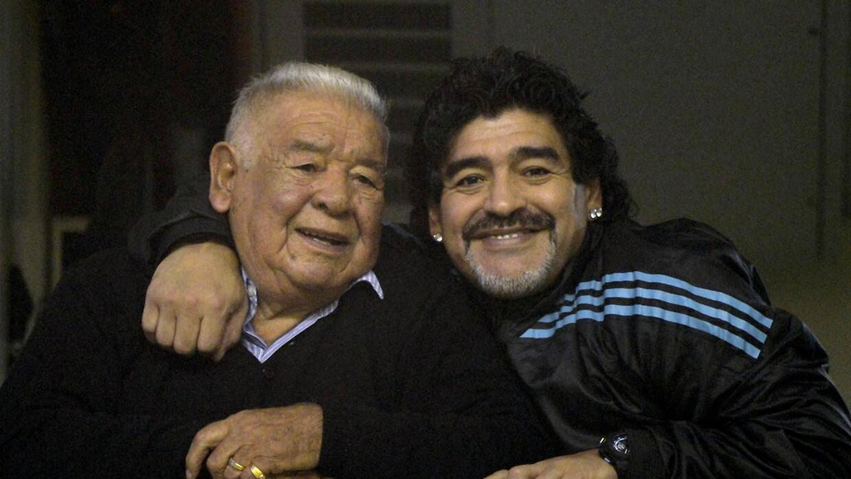 Falleció el padre de Diego Armando Maradona a los 87 años GettyImages-14...