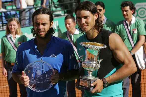 10.- El 13 de mayo de 2007 Nadal se convirtió en el primer tenista en la...