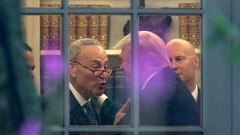 El líder de la minpría demócrata del Senado, Charle...