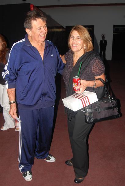 Ella es la dueña de sus quincenas: Xavier López con su esposa Teresa Mir...