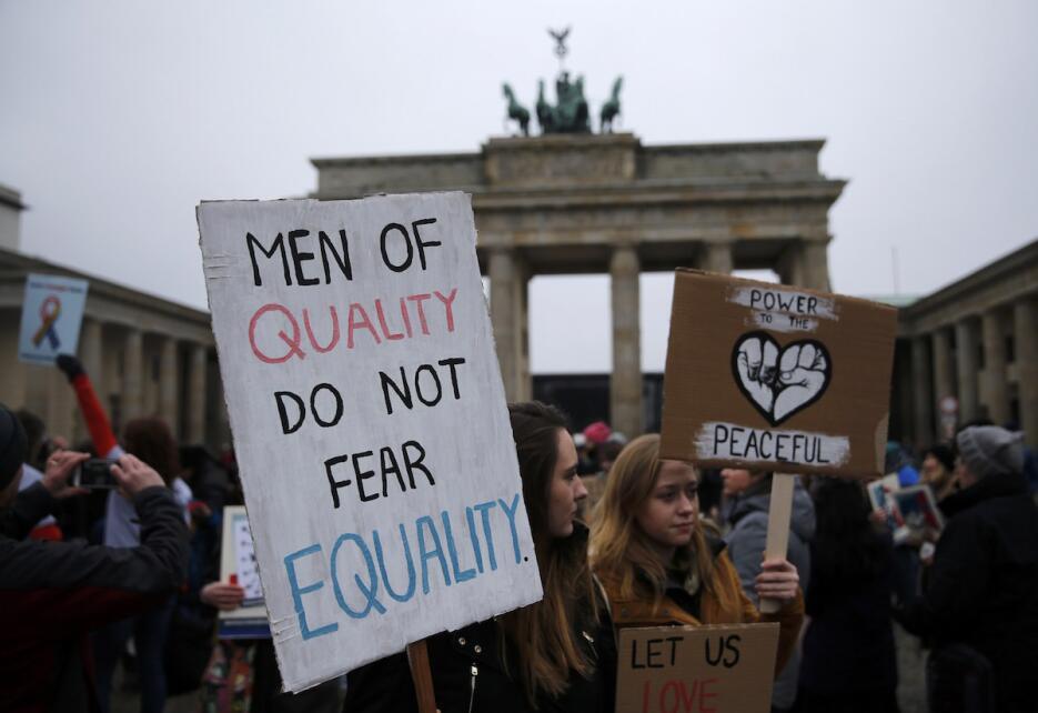 La protesta de las muejres en Berlín, Alemania, se hizo frente a la emba...