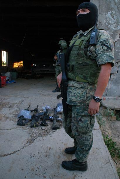 Incautaron 25 fusiles, cuatro granadas, 4,200 cargas de municiones y 23...