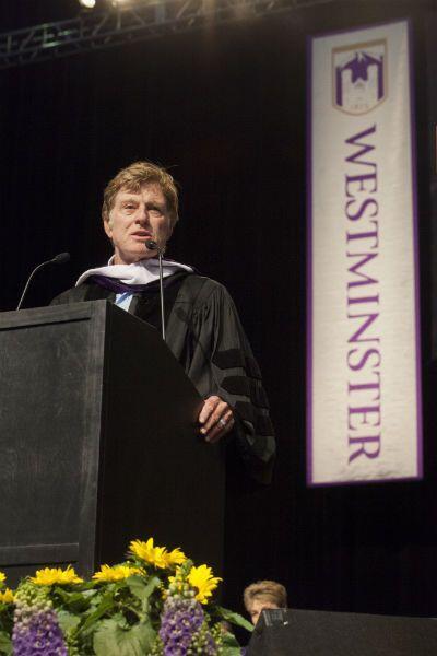 El actor Robert Redford pronunció el discurso en la graduaci&oacu...