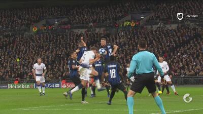 Por centímetros: Jan Vertonghen, de cabeza, casi anota el primer tanto del Tottenham