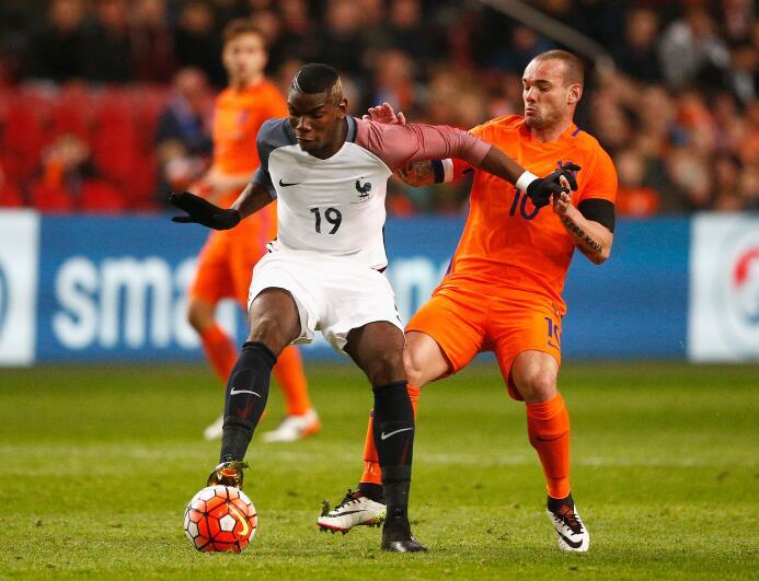 Las mejores imágenes del choque Holanda vs. Francia con homenaje a Cruyff