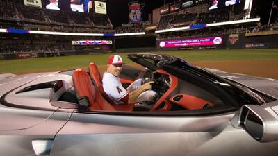 Chevrolet le regaló un Corvette Stingray a Mike Trout por ser el MVP del...