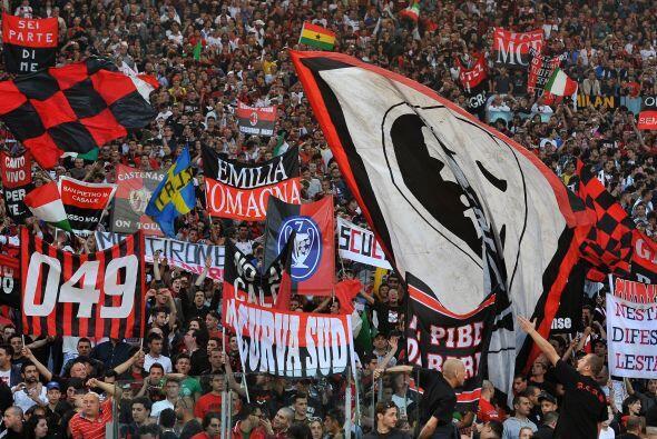 Los hinchas del Milan estaban eufóricos porque sabían que con un empate...