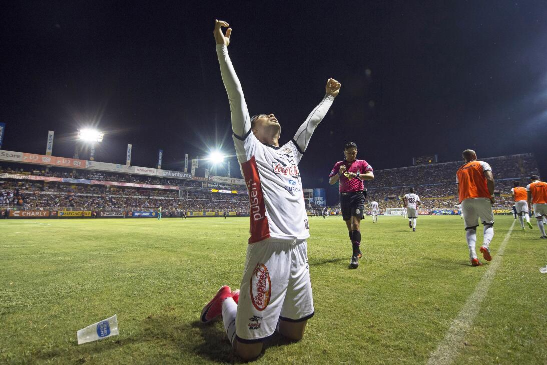 ¡Los Lobos aúllan en Primera División! Amaury Escoto celebra su gol de L...