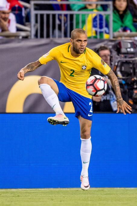 El ranking de los jugadores de Brasil vs Perú Alves.jpg