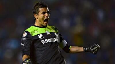 Oswaldo Sánchez.- El arquero del Santos, evitó goles que parecían consum...