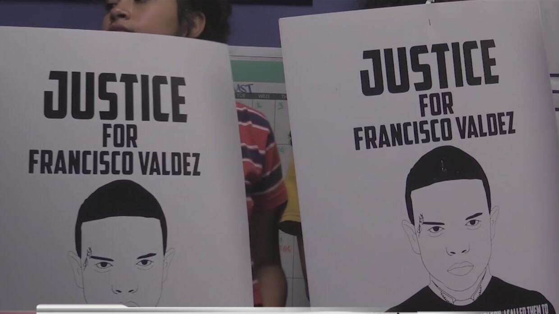 Madre exige justicia por la muerte de su hijo en manos de la policía de...