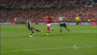 Dos fallas increíbles del Benfica en menos de un minuto
