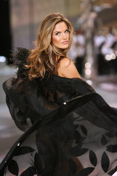 Alessandra es una modelo PER-FEC-TA.Mira aquí los videos más chismosos.