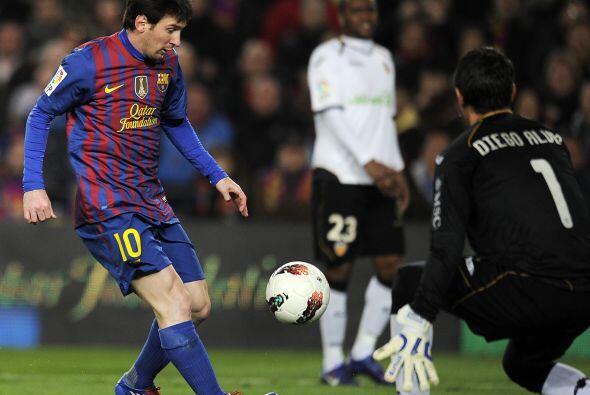Lionel Messi tomó cada pelota que podía y se enfilaba al arco rival.