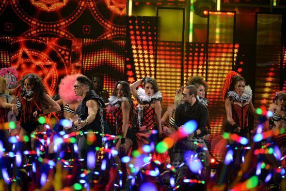 Chino y Nacho abrieron la gran noche de Premios Juventud al ritmo de su...