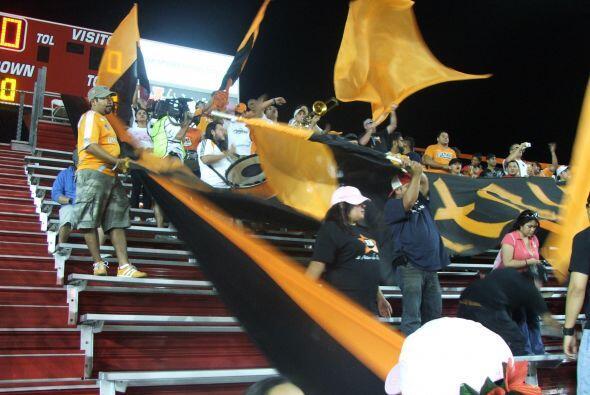 El ambiente estuvo muy prendido durante todo el partido.
