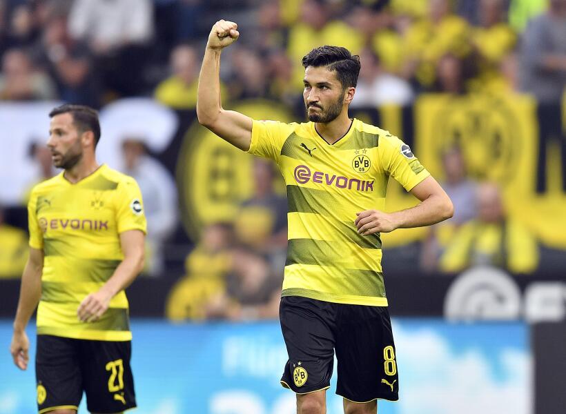 Dortmund mantiene el liderato con victoria ante el Augsburgo AP_17238641...