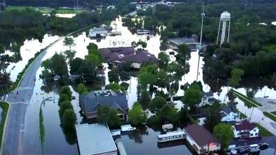 En Gurnee, otro de los suburbios más afectados por las inundaciones, el...