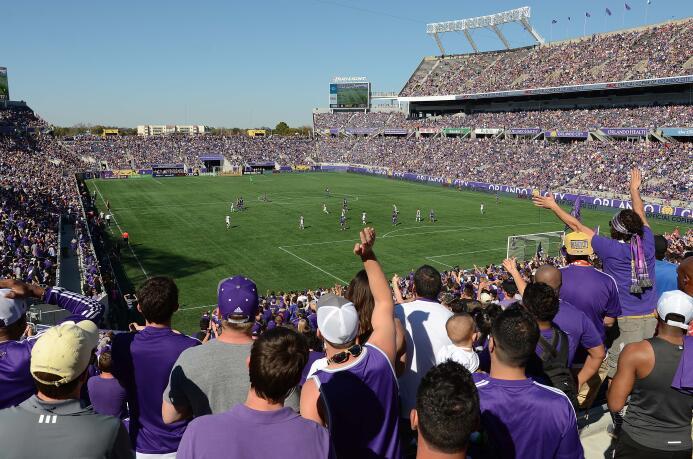 Lluvia Púrpura: Orlando City llenó de color el Citrus Bowl.